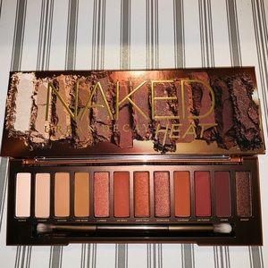 🎊Urban Decay - Naked Heat Eyeshadow Palette 🎊